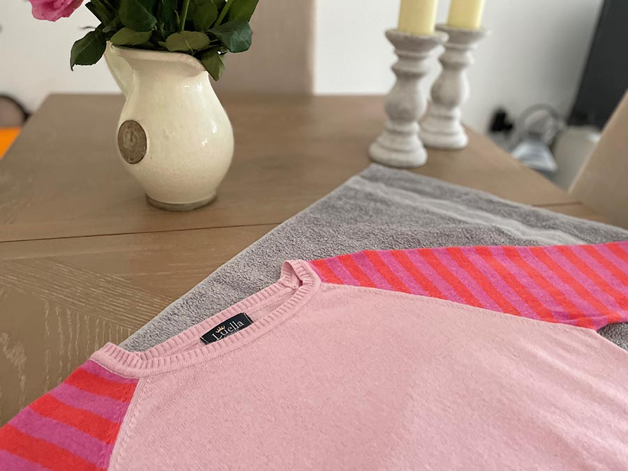 Cashmere care laying jumper flat